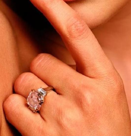Memorable Engagement Rings Of Jennifer Lopez Engagement