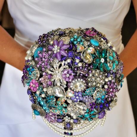 Eco-Friendly Wedding Idea: Bridal Brooch Bouquet