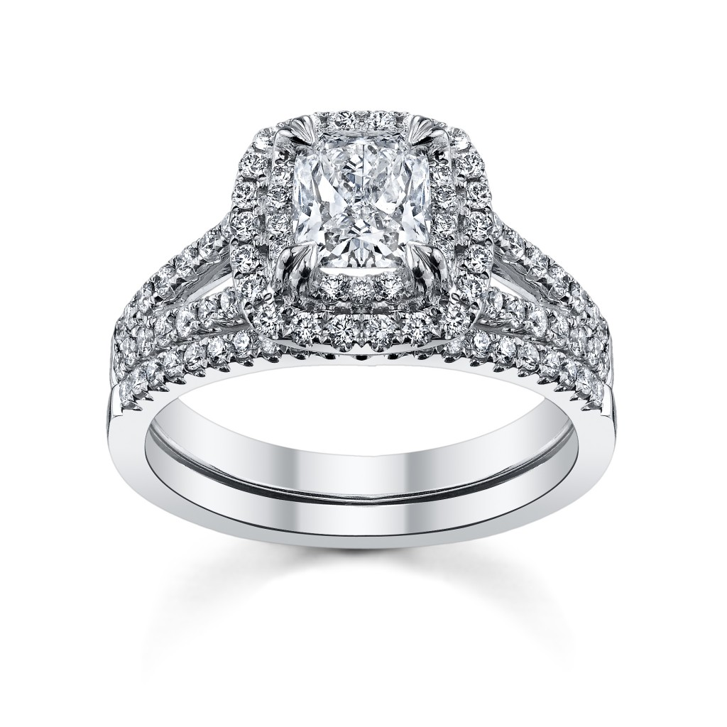 Cushion Cut Diamond Wedding Rings Set