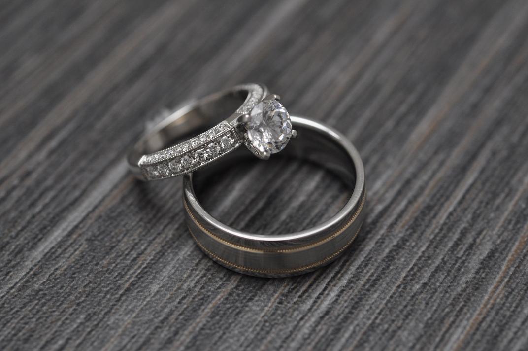can i wear my wedding ring before my wedding robbins