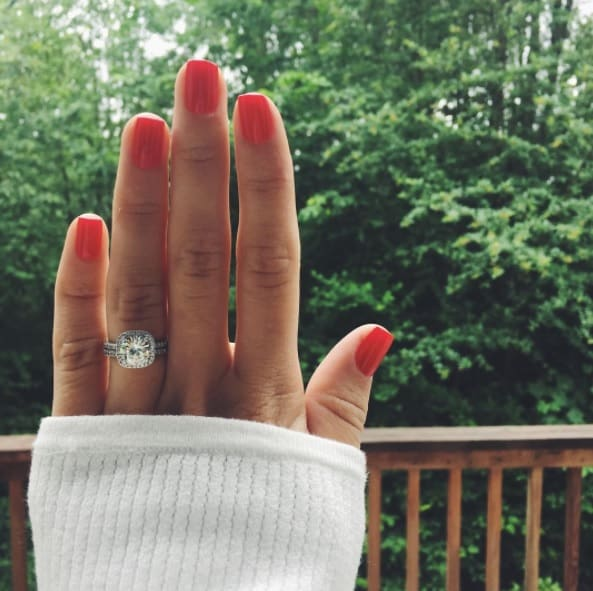 How-To Guide For Engagement Announcement - Robbins Brothers Blog